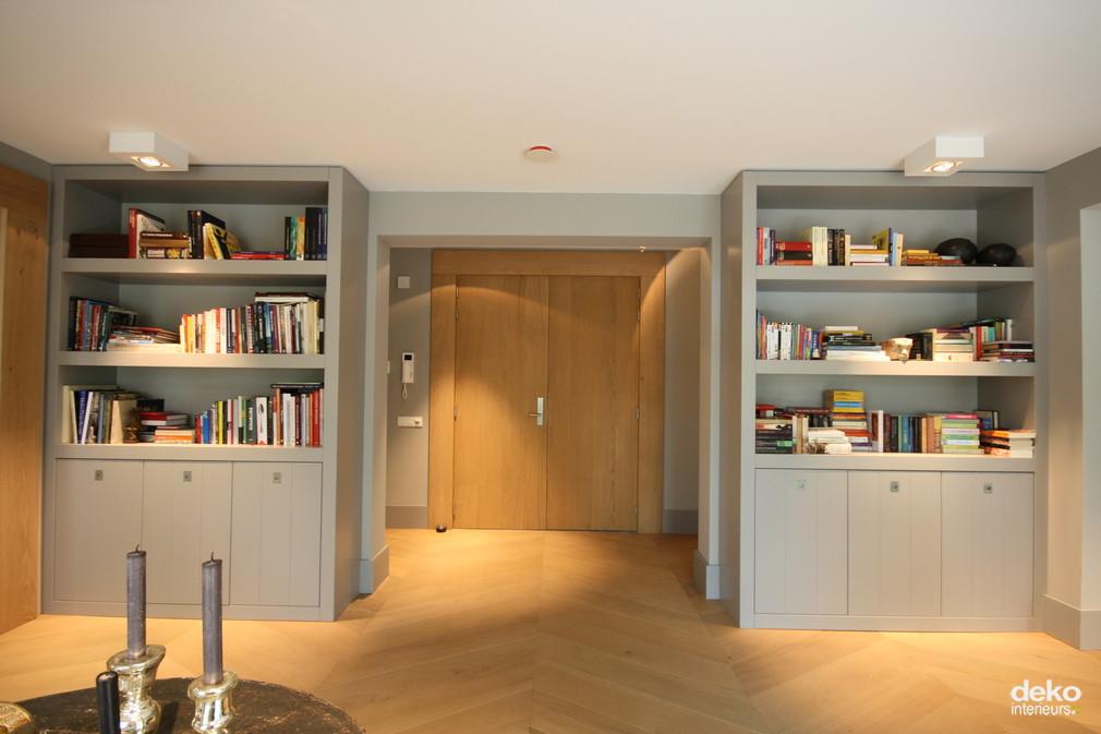 Entree luxe appartement maatwerk interieurbouw van deko - Moderne boekenkast ...