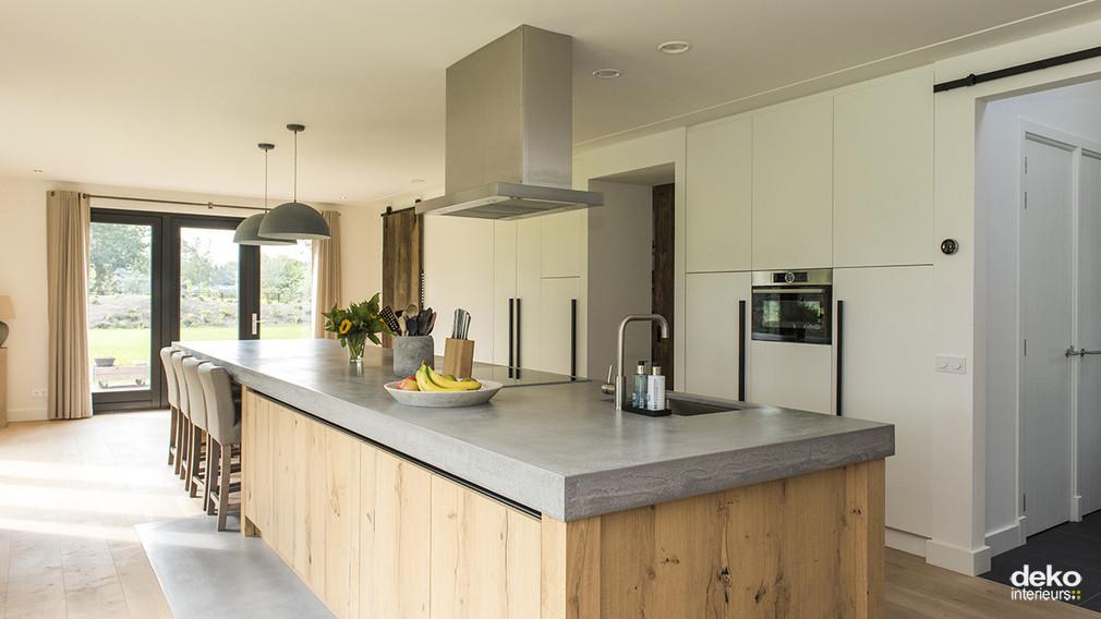 De Eikenhouten Keuken : Lange eikenhouten keuken maatwerk interieurbouw van deko