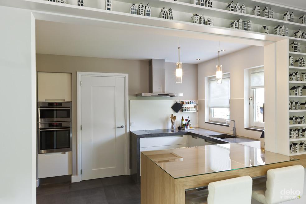 Keuken met betonnen blad  maatwerk interieurbouw van Deko