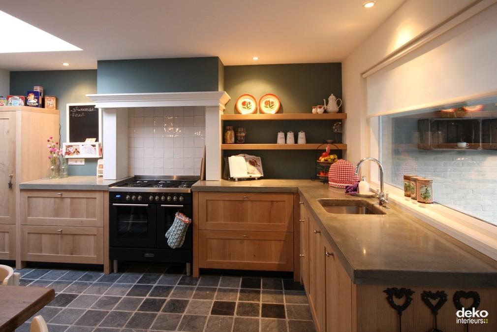 Keuken landelijk houten - Foto grijze keuken en hout ...