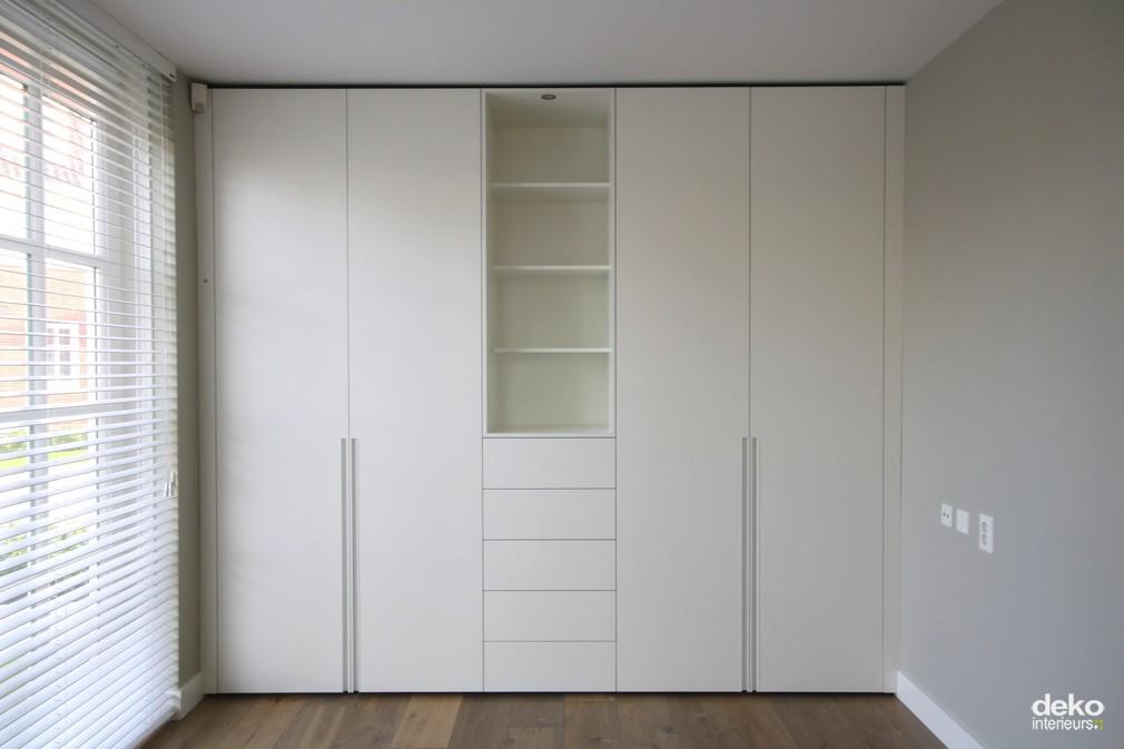 Moderne Keuken Decoratie : Moderne kast in spuitwerk maatwerk ...
