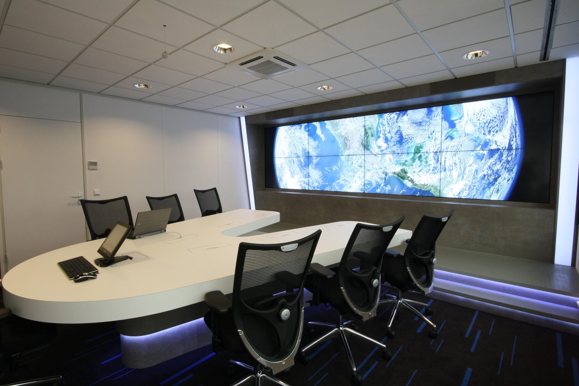 Kantoorinrichting op maat maatwerk interieurbouw van deko - Moderne kantoorbureaus ...